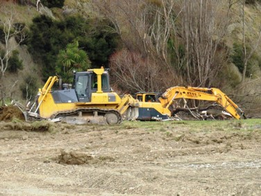 Dozer-and-digger-clearing-riverbed.JPG